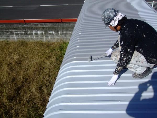 駐輪場鉄骨塗装と倉庫の上塗り塗装サムネイル
