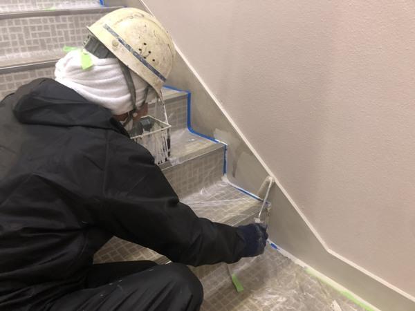 北区ビル 内部階段 巾木塗装サムネイル