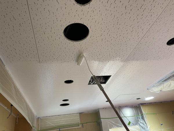 下通り店舗 天井 下塗りサムネイル